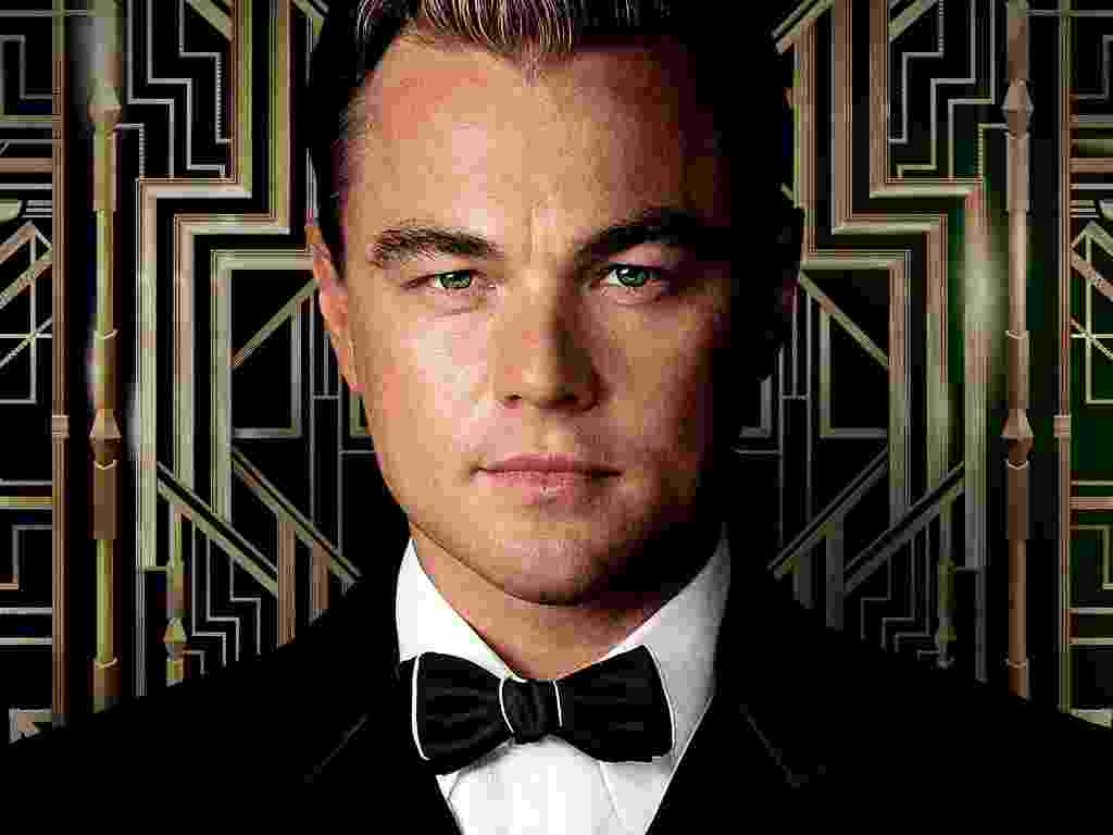O astro Leonardo DiCaprio interpreta Jay Gatsby, um milionário movido a festas de arromba em Long Island, que surge no meio da trajetória de Nick Carraway, personagem interpretado por Tobey Maguire. - Divulgação / Warner