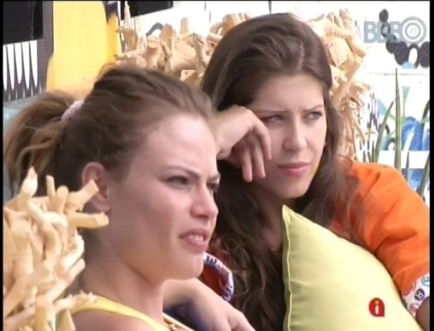 24.jan.2013 - Andressa e Natalia repercutem os acontecimentos da festa Charme