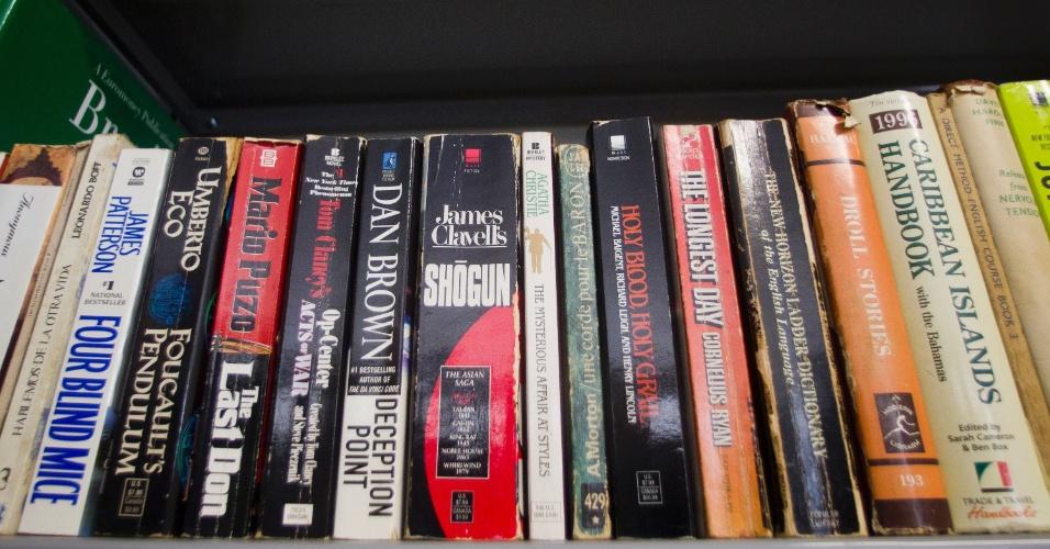 24.jan.2013 - Entre os volumes disponíveis para os detentos na biblioteca do presídio está uma versão em inglês do livro 'O Último Chefão', do escritor Mario Puzo, autor de 'O Poderoso Chefão'