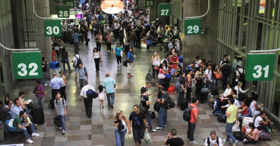 24.jan.2013 - Movimento na rodoviária do Tietê em São Paulo, na saída para o feriado do aniversário da cidade
