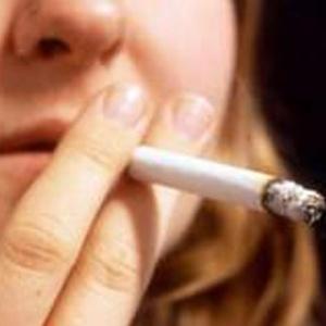 Nas últimas décadas, risco de morte entre mulheres fumantes aumentou  - PA