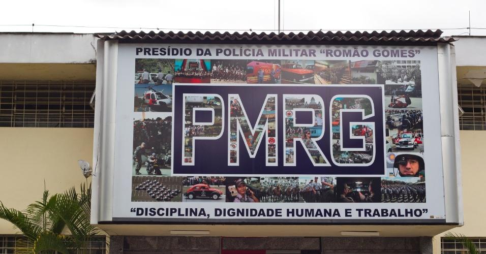 24.jan.2013 - Painel na entrada do Presídio Militar Romão Gomes, na zona norte de São Paulo, onde policiais militares cumprem pena ou aguardam julgamento