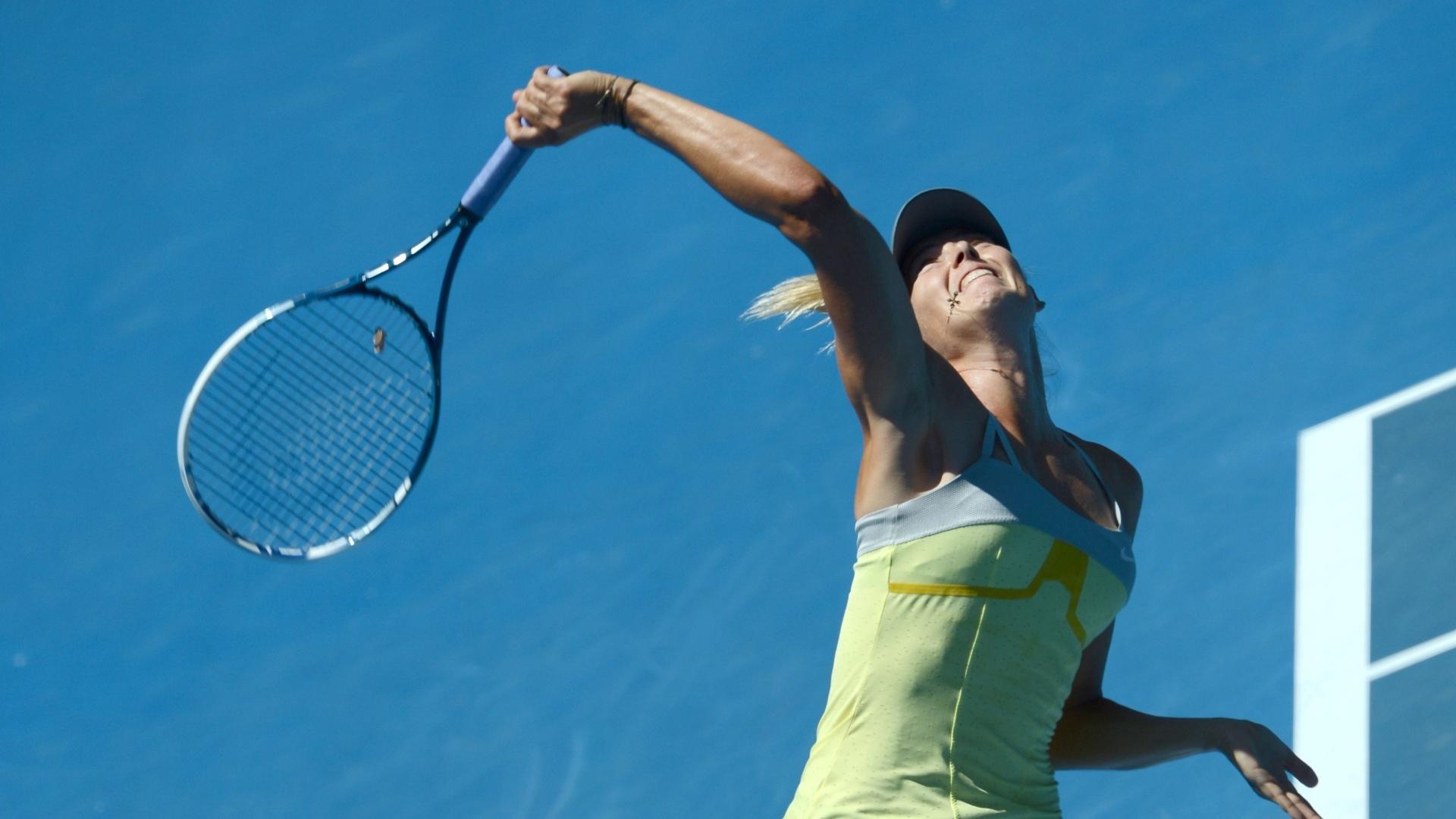 24.jan.2013 - Sharapova saca para devolução de Na Li em duelo pela semifinal do Aberto da Australia
