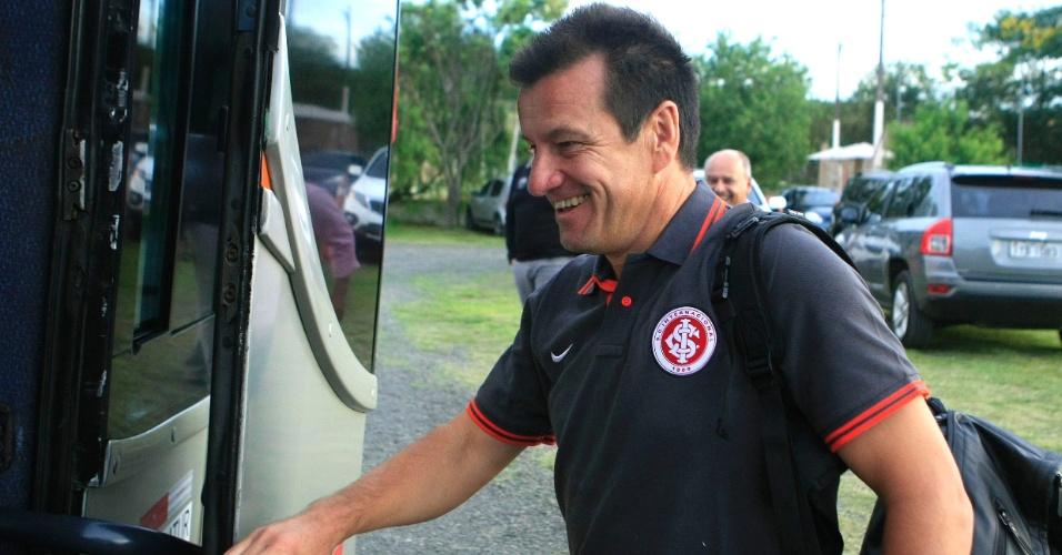 Dunga embarca no ônibus do Inter para pré-temporada em Gramado