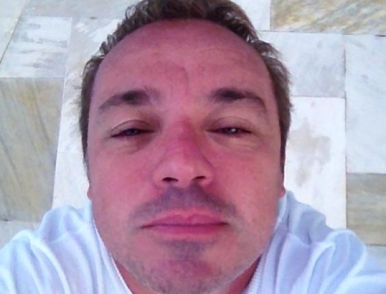 jan.2013 - Gugu Liberato publica foto acabando de acordar