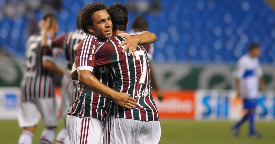 Wellington Nem e Jean comemoram gol do Fluminense em partida contra o Olaria
