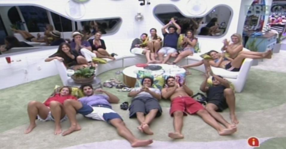 "25.jan.2013 - Brothers assitem ao primeiro capítulo de ""Pé Na Cova"", de Miguel Falabella"