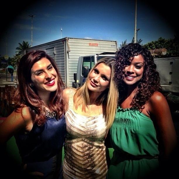 25.jan.2013 - Flávia Alessandra divulga foto ao lado de Fernanda Paes Leme e Cris Vianna