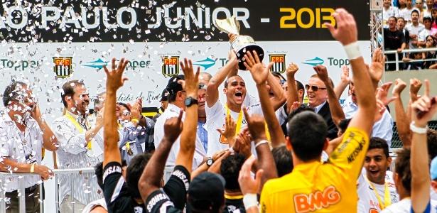 Meia Pedro Castro, que levanta a taça da Copa SP, foi um dos 'reprovados' em 2012