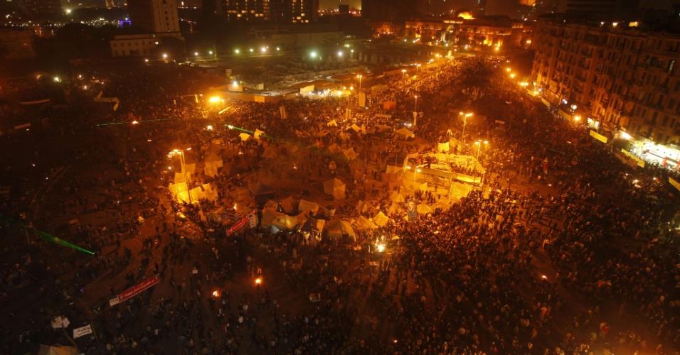 25.jan.2013 - Milhares de egípcios protestam nos arredores da praça Tahir, no Cairo, pelo segundo aniversário da revolução que depôs o ditador Hosni Mubarak