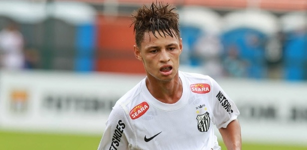 Neílton comemora seu gol, o segundo do Santos na final da Copa SP