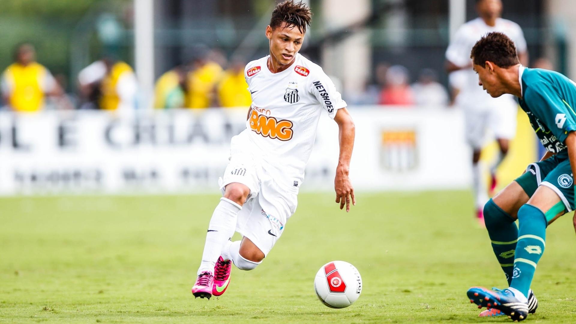 25.jan.2013 - Neílton tenta jogada para o Santos na decisão da Copa SP contra o Goiás