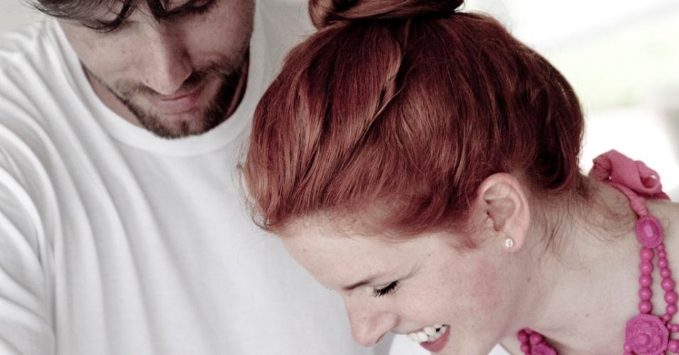 25.jan.2013 - Paulo André e Bia Tambelli durante a criação dos quadros