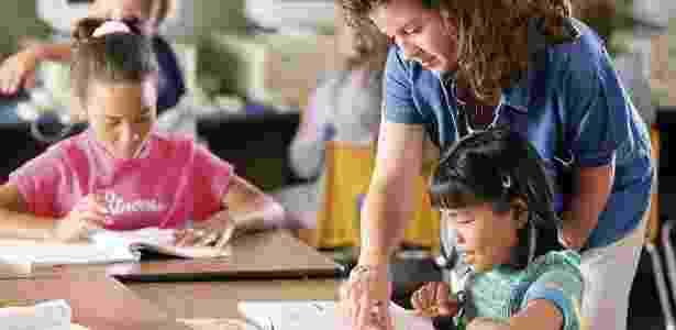 Entenda as diferentes abordagens pedagógicas, como tradicional, construtivista, montessoriana e waldorf - Thinkstock