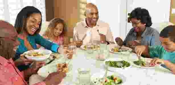 Para a boa convivência, é preciso respeitar o espaço dos familiares e saber negociar e fazer acordos - Thinkstock