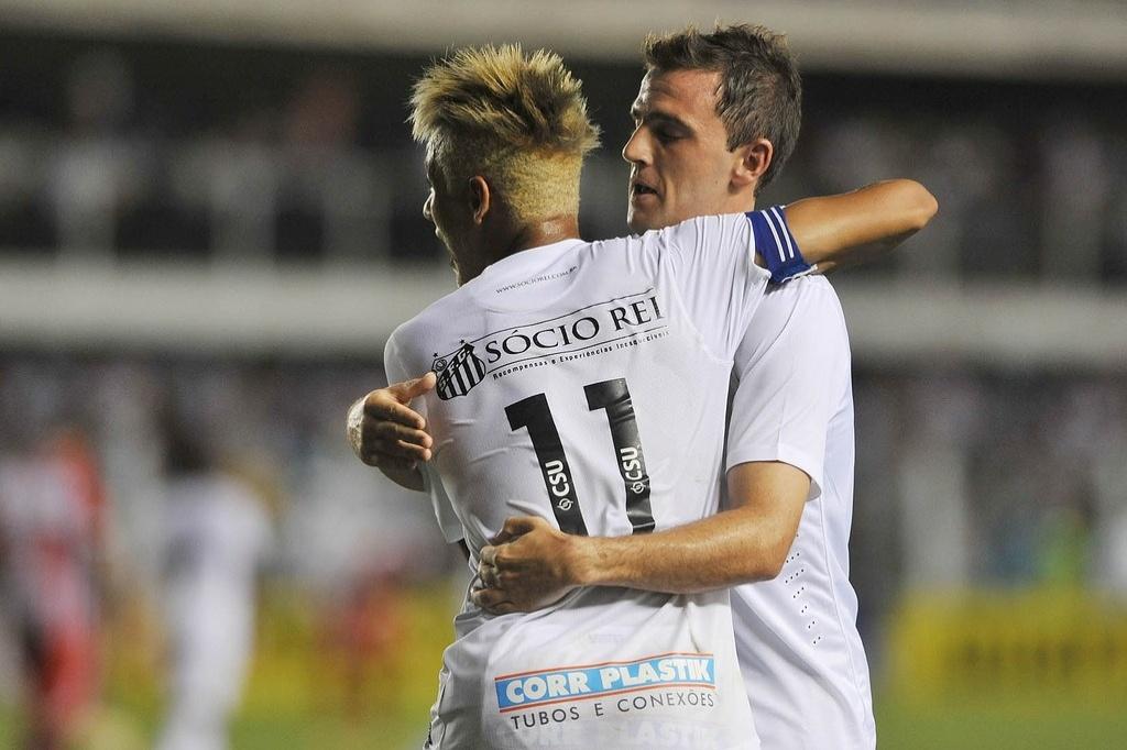 Montillo e Neymar também são opções de Muricy Ramalho para as cobranças de falta