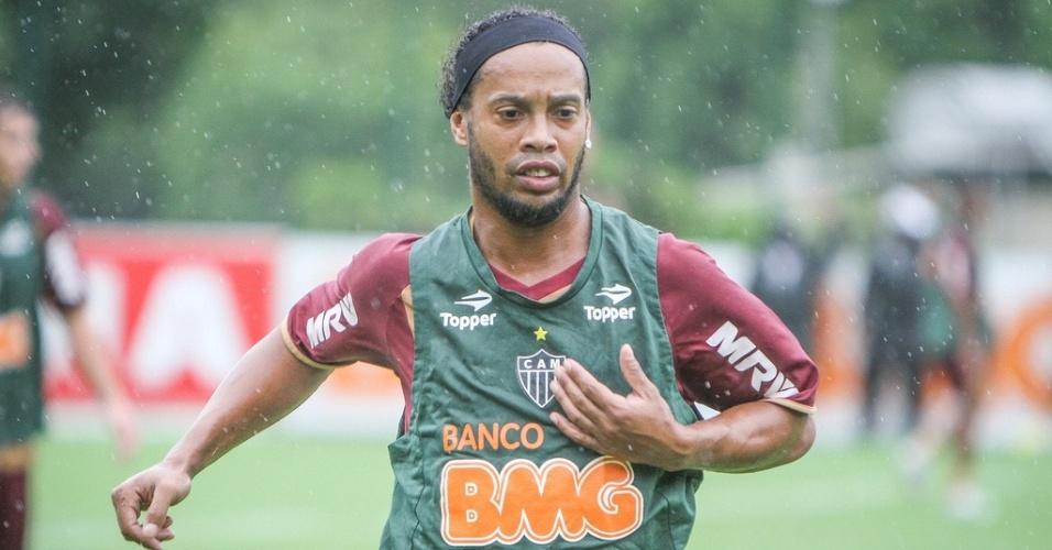 26/01/2013 - Ronaldinho Gaúcho durante jogo-treino do Atlético-MG com Guarani-MG