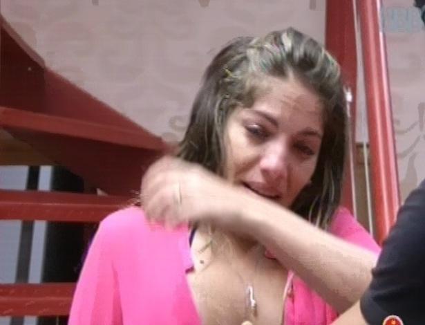 26.jan.2013 - Anamara chora, triste por estar no paredão, sem saber que ele pode voltar como líder no domingo