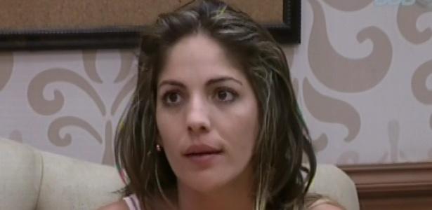 26.jan.2013 - Anamara conversa com Marcello, seu oponente no paredão falso