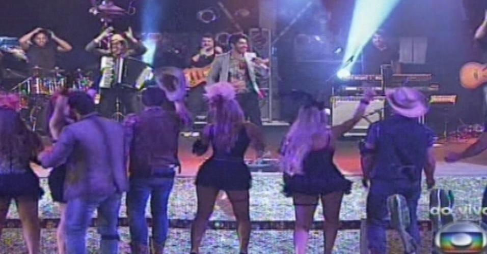 """26.jan.2013 - Gusttavo Lima faz show no """"BBB13"""". Ele abriu a noite com a música """"Gatinha Assanhada"""""""