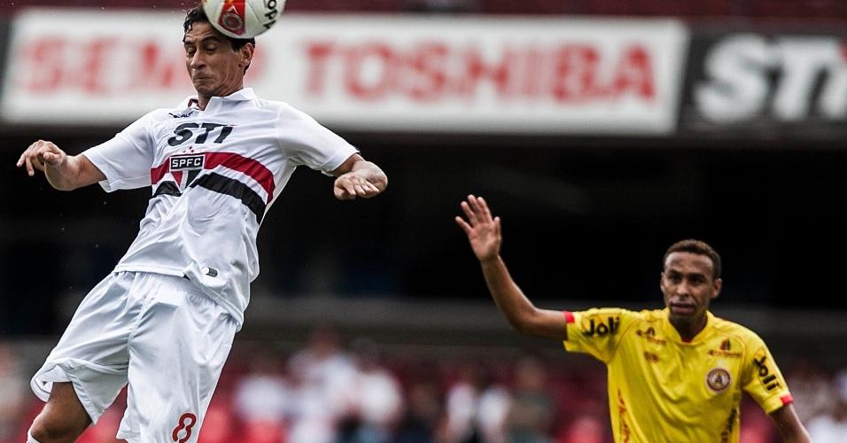 26.jan.2013 - Paulo Henrique Ganso cabeceia para marcar pelo São Paulo contra o Atlético Sorocaba, pela terceira rodada do Paulistão; foi o primeiro gol do meia pelo Tricolor