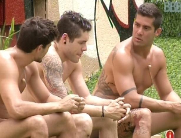 26.jan.2013 - Yuri, Nasser e André comentam sobre seus relacionamentos na casa