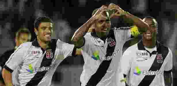 09f23a8ccd9ec Titularidade e amigos tiram Dedé do Corinthians e o aproximam do ...
