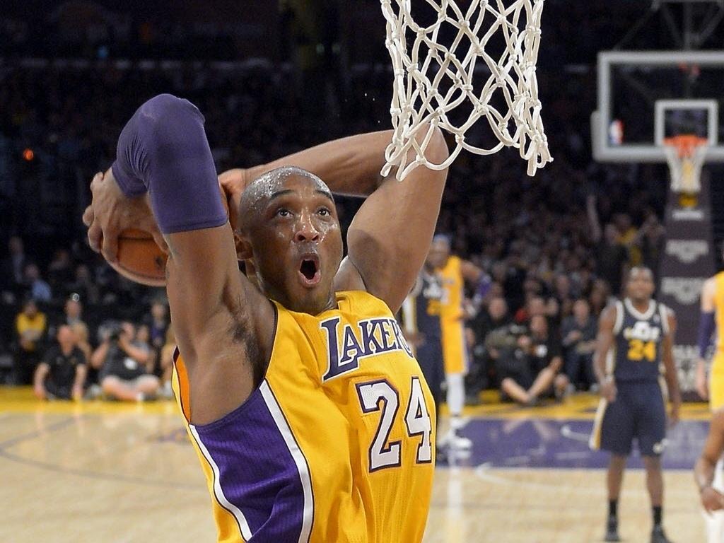 Kobe Bryant enterra na vitória dos Lakers sobre o Utah Jazz; astro fez 14 pontos para o time de Los Angeles