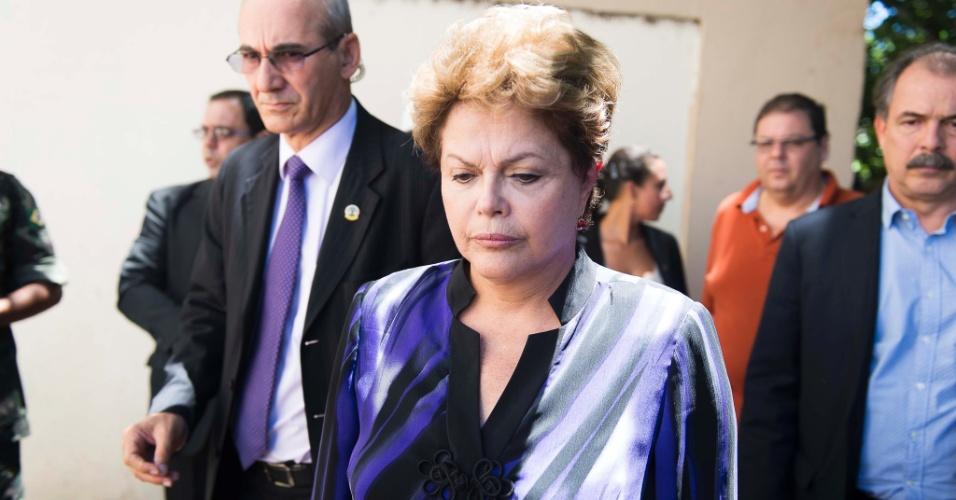 27.jan.2013- A presidente Dilma Rousseff chega ao Centro Desportivo Municipal (CDM), em Santa Maria (RS), no início da tarde deste domingo. No local, estão os familiares e os corpos das vítimas do incêndio ocorrido na boate Kiss durante a madrugada e que matou mais de 200 pessoas