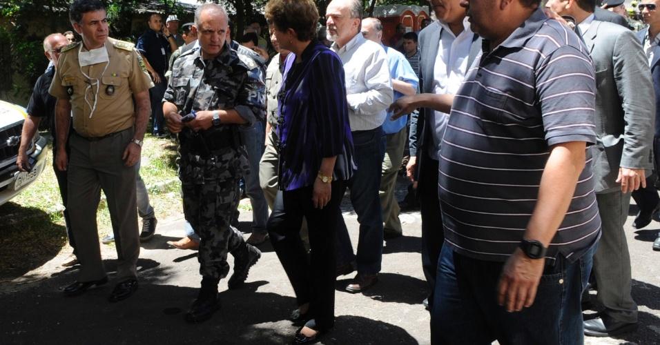 27.jan.2013 -Presidente Dilma Rousseff visita parentes de vítimas e feridos do incêndio na boate Kiss, em Santa Maria (RS), que fica a 300 quilômetros da capital do Estado Porto Alegre. A tragédia deixou centenas de mortos e feridos
