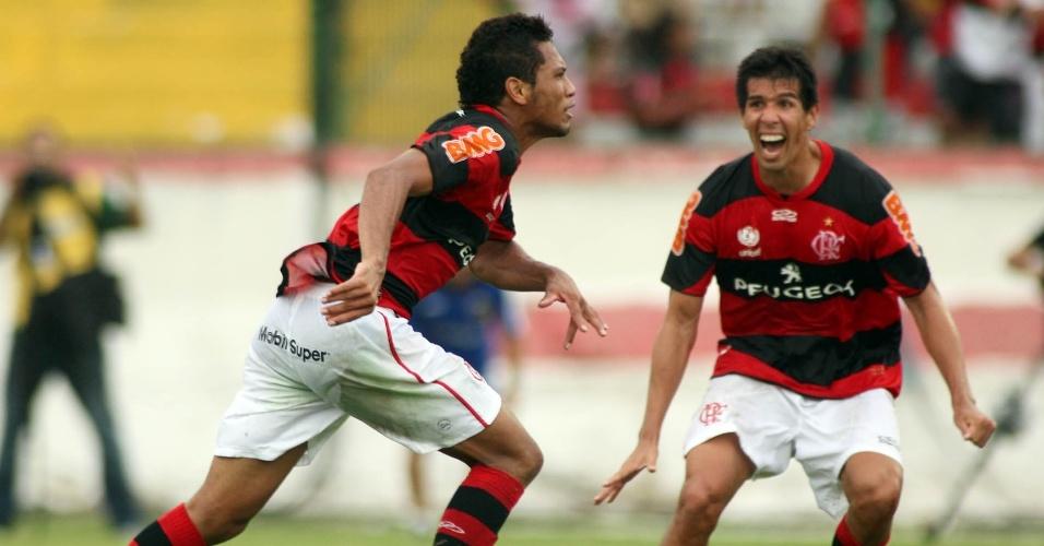 27.jan.2013 - Atacante Hernane, do Flamengo, comemora o gol da vitória por 1 a 0 sobre o Volta Redonda, marcado aos 48 minutos do segundo tempo