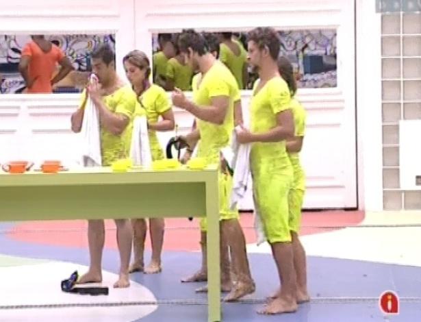 27.jan.2013 - Grupo amarelo vence a prova da comida e terá fartura durante a semana