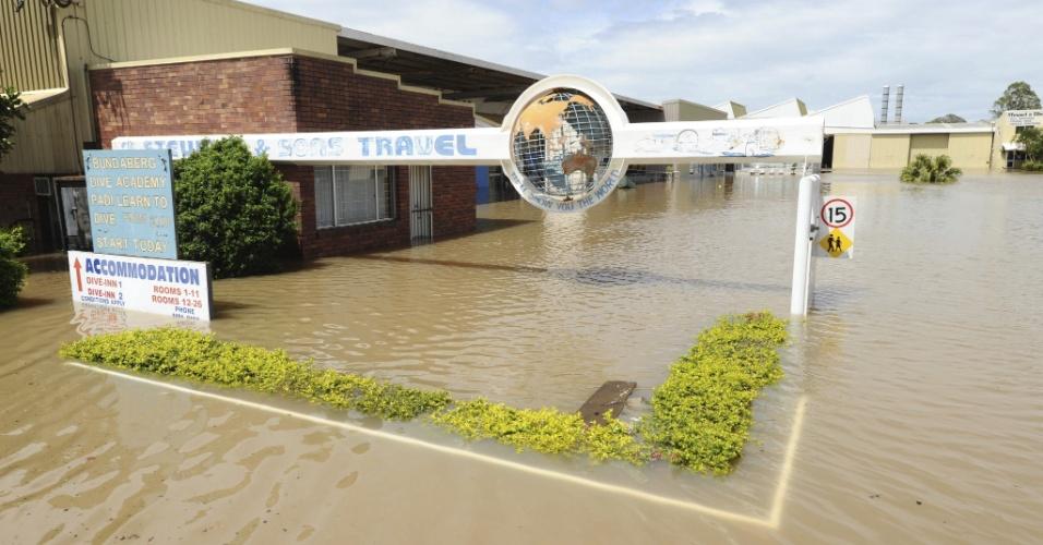 27.jan.2013 - Chuvas fortes inundam estação de ônibus, em Bundaberg, na Austrália. Uma pessoa morreu e duas permaneciam desaparecidas devido às inundações no nordeste do país.  As enchentes foram provocadas pelas chuvas torrenciais do ciclone Oswald e de vários minitornados