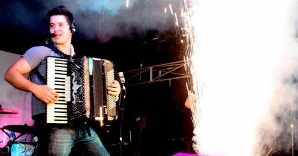 27.jan.2013 - Essa foto de arquivo mostra momento do show do grupo Gurizada Fandangueira em que há um show pirotécnico no palco; relatos de sobreviventes apontam que o fogo iniciou durante apresentação da banda com um sinalizador de luz