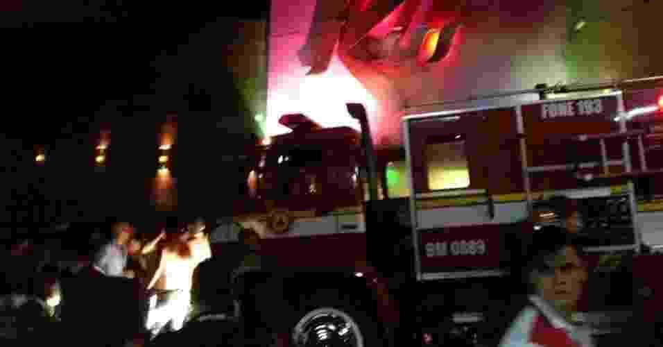 27.jan.2013 - Incêndio de grande proporção atinge a boate Kiss, no centro de Santa Maria (RS) - Facebook/Um Santamariense