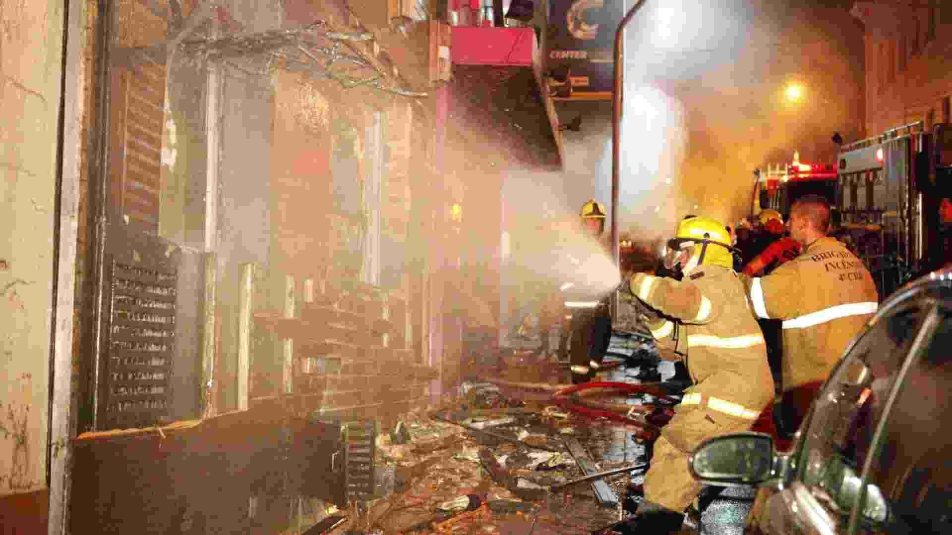 27.jan.2013 - Incêndio de grande proporção atinge a boate Kiss, no centro de Santa Maria (RS) - Germano Roratto/Agência RBS