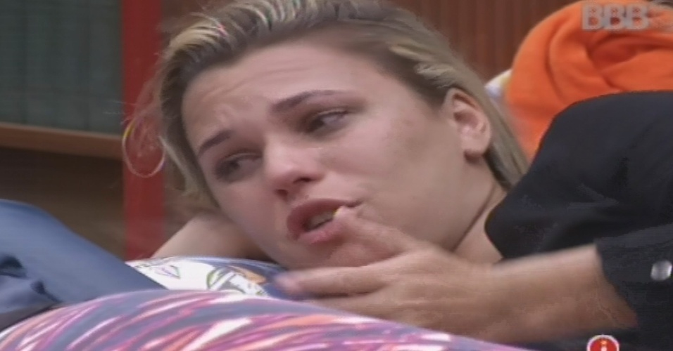 27.jan.2013 - Marien chora e desabafa por causa de sua amizade com Eliéser. Mais cedo, ela teve uma conversa sobre isso com o líder