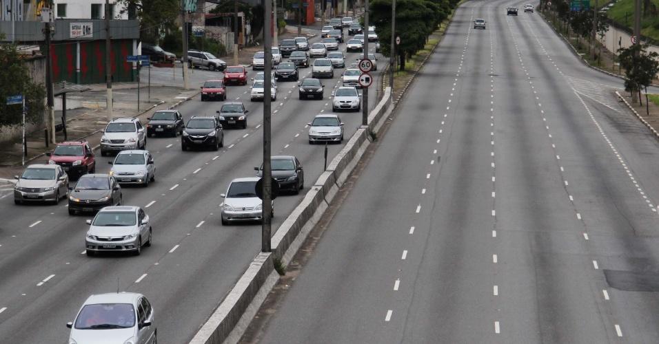 27.jan.2013 - Trânsito tranquilo na avenida dos Bandeirantes, em São Paulo (SP), neste domingo (27), na volta do feriado de aniversário de São Paulo