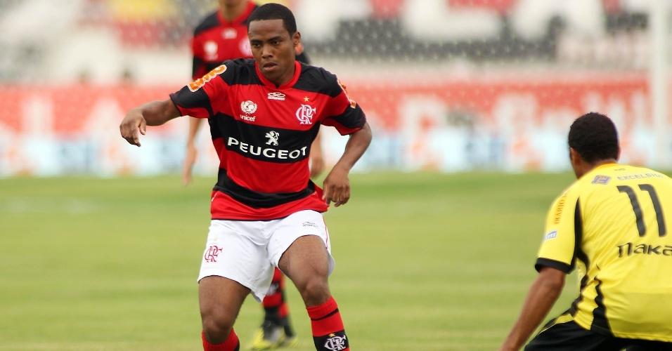27.jan.2013 - Volante Elias faz sua estreia pelo Flamengo na partida contra o Volta Redonda, pela terceira rorada do Estadual do Rio