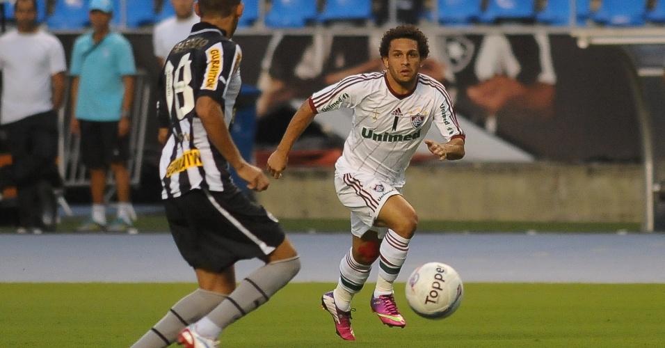27.jan.2013 - Wellington Nem, do Fluminense, parte com a bola durante o clássico contra o Botafogo, no Engenhão, pela terceira rodada do Estadual do Rio; ele anotou o primeiro gol da partida