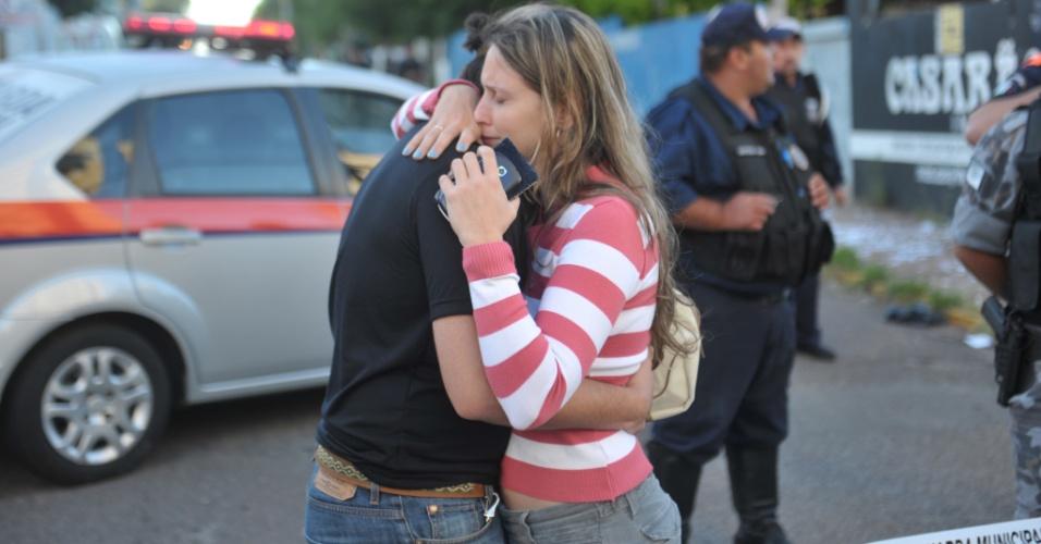 27.jan.2013- Corpos de vítimas do incêndio em boate que deixou centenas de mortos chegam ao Centro Desportivo Municipal de Santa Maria (RS) para identificação