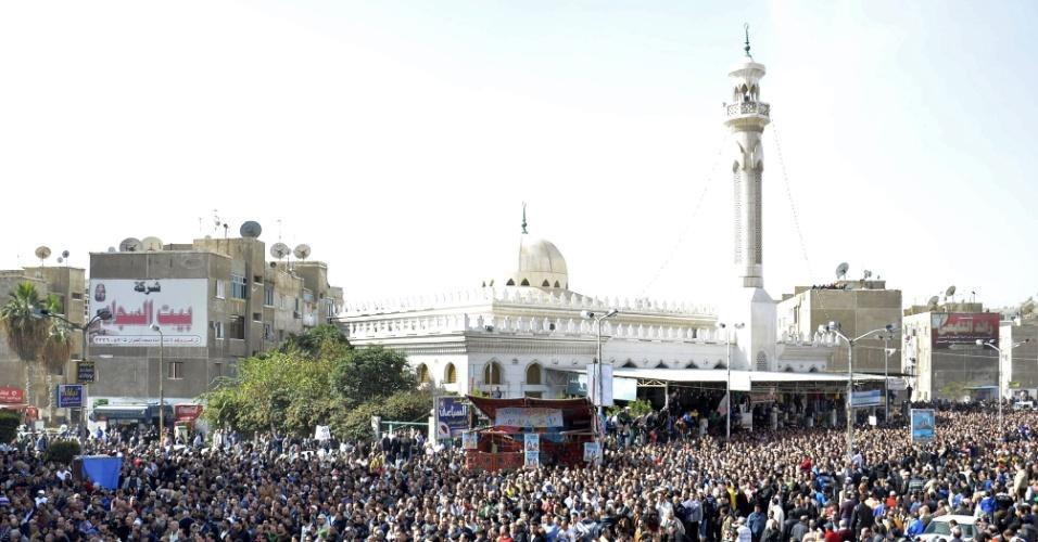 Milhares de pessoas acompanharam neste domingo o funeral das vítimas dos confrontos ocorridos no sábado (26) na cidade de Port Said, no Egito