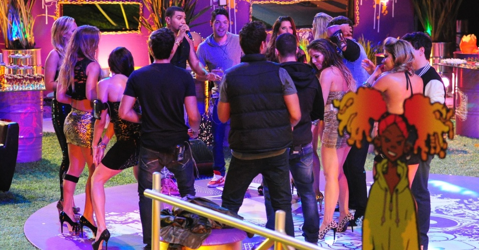 23.jan.2013 - Mais uma vez, Naldo desce do palco e se mistura aos brothers na pista de dança