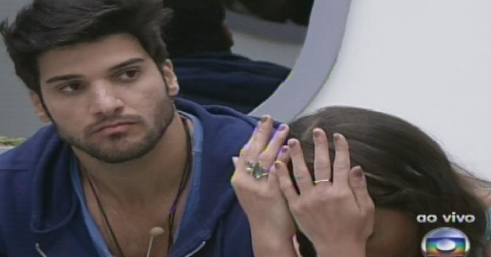 27.jan.2013 - Com os votos empatados em Marcello e Kamilla, Anamara escolhe o carioca para disputar a berlinda com Aslan