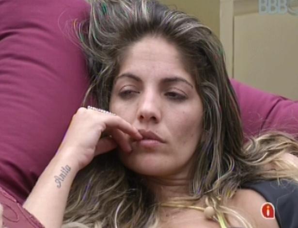 27.jan.2013 - Anamara ouve considerações de Natália sobre relacionamento com Yuri