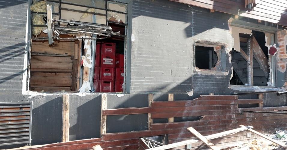 28.jan.2013 - As paredes da boate Kiss, em Santa Maria (RS),  foram totalmente danificadas por incêndio no domingo (27). Mais de 230 pessoas morreram na tragédia que chocou o Brasil