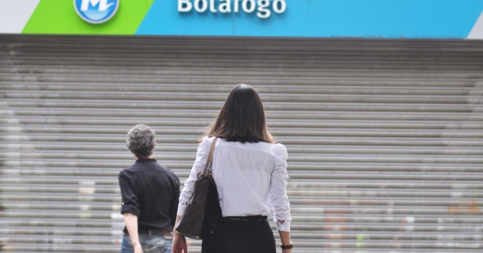 28.jan.2013 - Falta de energia na manhã desta segunda-feira (28) causa fechamento de oito estações do metrô na zona sul do Rio de Janeiro, que voltaram a funcionar normalmente por volta das 10h15. Passageiros que estavam nos trens podem ressarcir suas passagens poderão ir a uma das estações que estão abertas para receber o dinheiro de volta