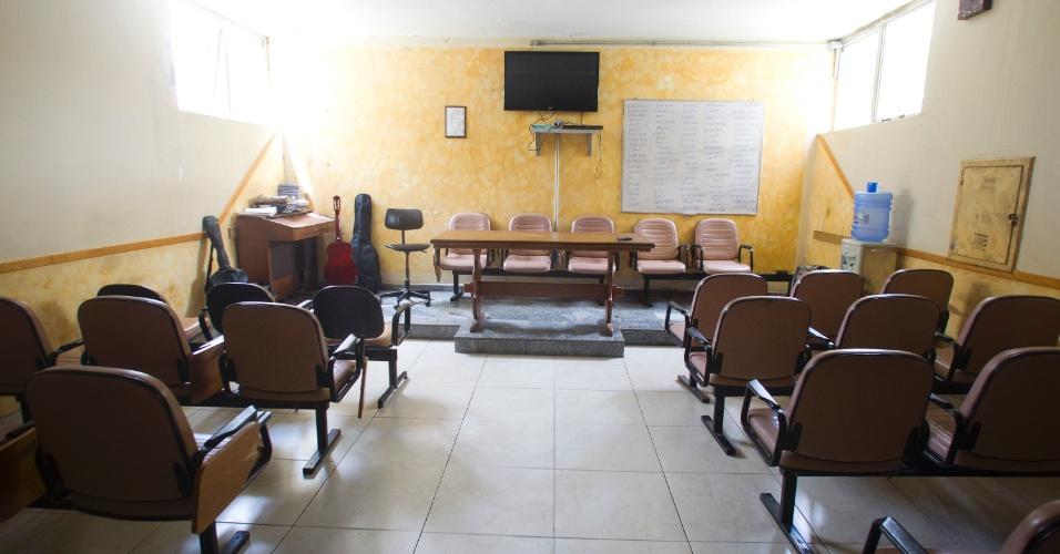 28.jan.2013 - O auditorio é usado em palestras e cultos religiosos, além de servir como local de ensaio para a banda militar formada pelos internos