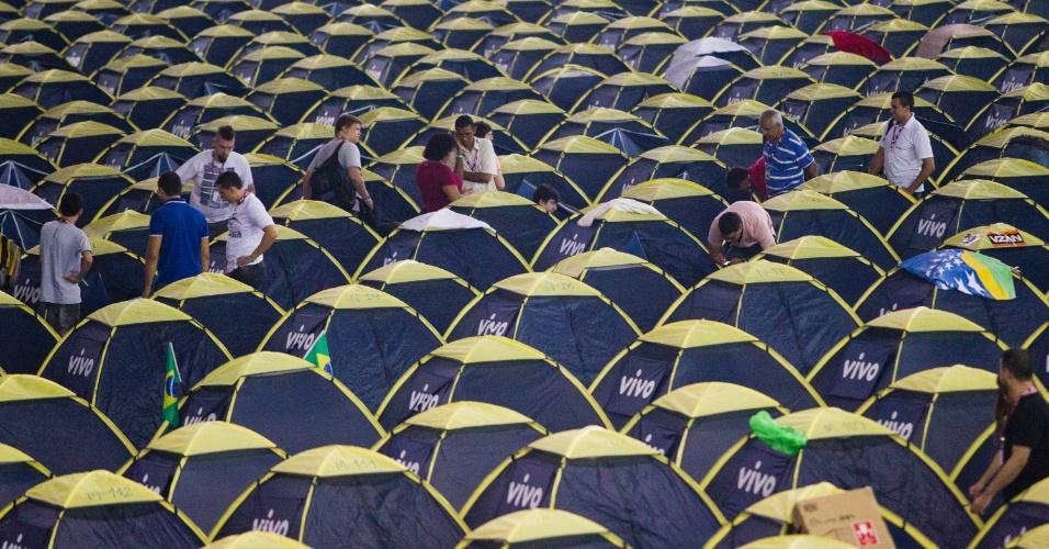 28.jan.2013 - Vista geral do camping mostra mar de barracas na Campus Party 2013, evento que reúne fãs de tecnologia em São Paulo de 28 de janeiro a 3 de fevereiro no Anhembi Parque