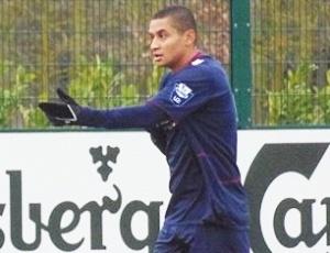 Atacante Wellington Paulista em ação durante o jogo do time sub-21 do West Ham, da Inglaterra